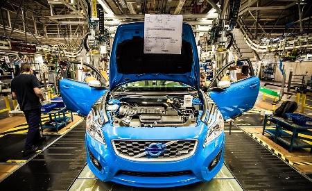 Volvo Manufacturing Social Media Autos BC